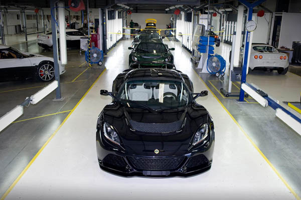Lotus Exige S production line. With more staff being recruited, Lotus should be turning out even more, even better sports cars from now on. More power to the company's elbow!